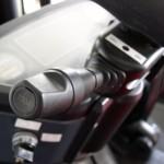 Przełącznik automatycznej skrzyni biegów umieszczony po lewej stronie kolumny kierowniczej