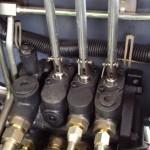 Rozdzialcze hydrauliczne japońskiego koncernu Shimadzu, ten sam producent dostarcza rozdzielacze do wózków Nissana-a