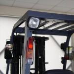 Dodatkowe światło robocze oświetlające przestrzeń za wózkiem, załacza się po wybraniu biegu wstecznego automatycznej skrzyni biegów