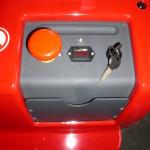 Wyłacznik bezpieczenstwa, wskanik naładowania baterii, stacyjka rozruchowa, uchwyt na dokumenty